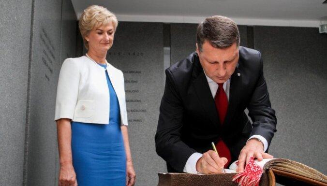 Eksperte kritizē Vējoņa kundzes stilu inaugurācijas dienā