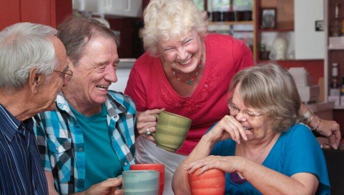 Iedzīvotāji uzskata, ka Latvijā cilvēki pārāk maz sarunājas, liecina aptauja