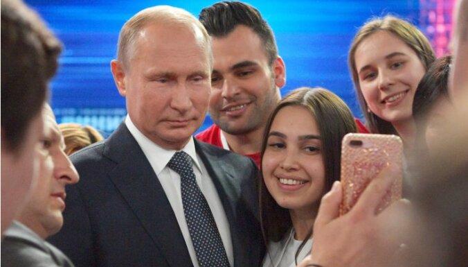 """СМИ России: слишком позитивная """"прямая линия"""" Путина и повышение пенсионного возраста"""