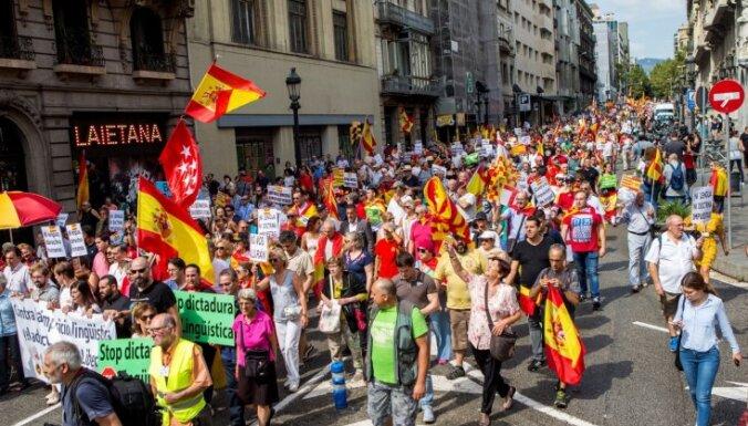 Demonstranti Barselonā pieprasa Katalonijas skolās 'vairāk spāņu valodas'