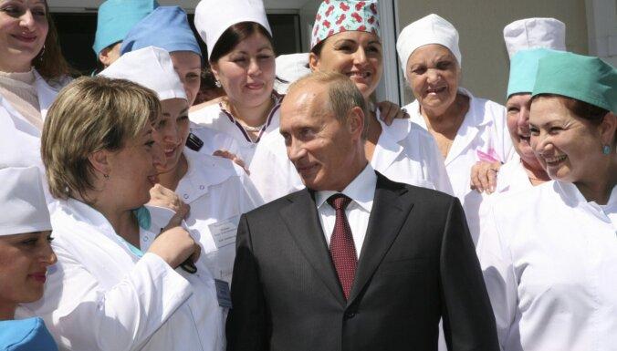 Ārstu trūkums Krievijā: Putins ierosina veidot studentu specvienības