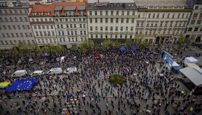ФОТО: в Праге протестовали против президента Чехии
