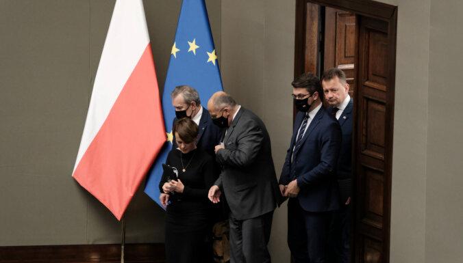 Polijas valdošā koalīcija nonāk krīzē dzīvnieku tiesību likuma dēļ