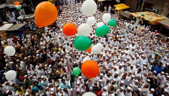 Foto: Kašmīras nemieru ēnā Indija atzīmē Neatkarības dienu