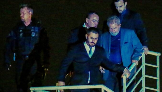 Brazīlijas bijušais prezidents Lula sāk izciest 12 gadu cietumsodu