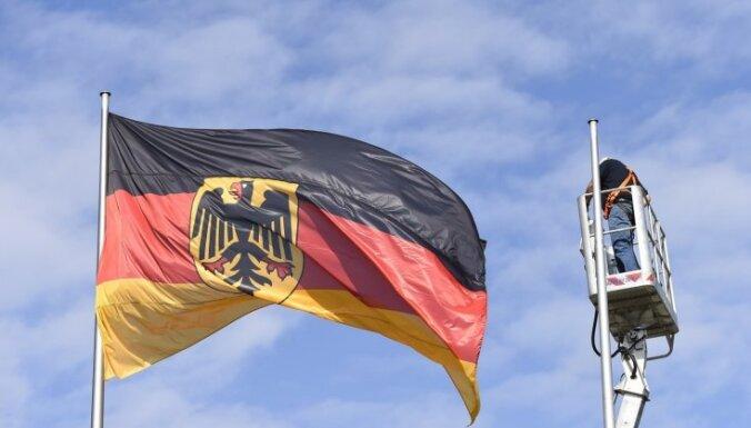 Vācija labējo ekstrēmistu apkarošanai stingrāk kontrolēs ieroču tirdzniecību un vērsies pret naida runu