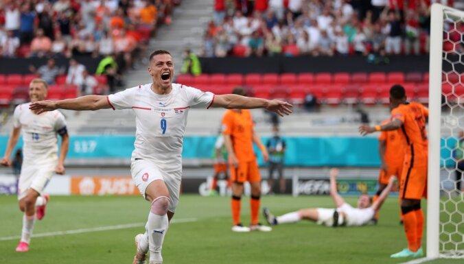 Čehija pieveic mazākumā palikušo Nīderlandi un iekļūst 'Euro 2020' ceturtdaļfinālā