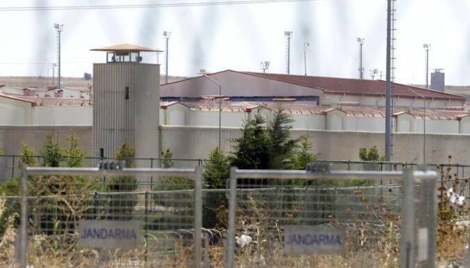 Turcija no cietumiem atbrīvo 35 000 ieslodzīto