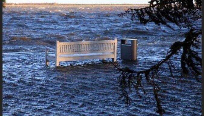"""В Швеции — до """"+12"""", в Эстонии затоплены пляжи"""
