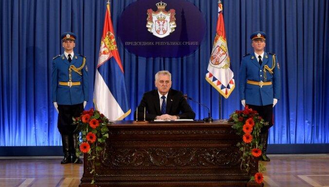 Serbijā atlaiž parlamentu; pirmstermiņa vēlēšanas gaidāmas aprīļa beigās