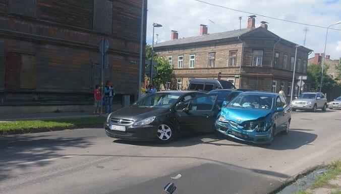 В Лиепае мать-водитель не пропустила машину: в ДТП пострадал младенец