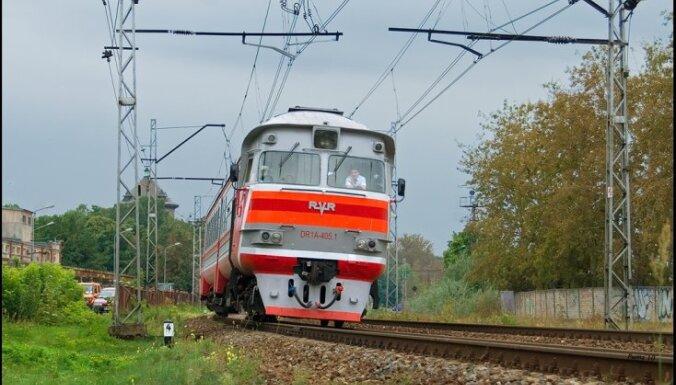 Двигатели испортились, из-за санкций не починить: Pasažieru vilciens переходит на короткие составы