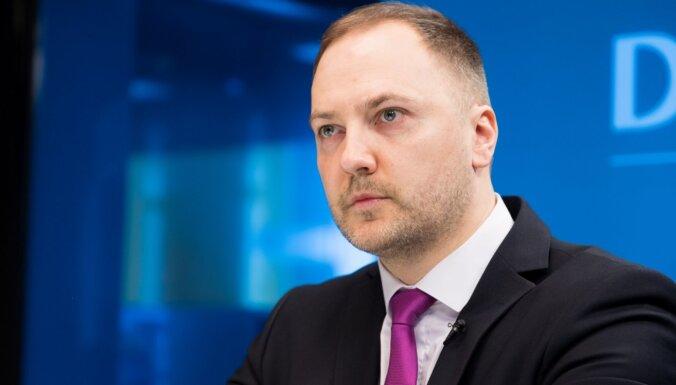 Ģirģens iesniedz Saeimā likumprojektus viltus ziņu apkarošanai