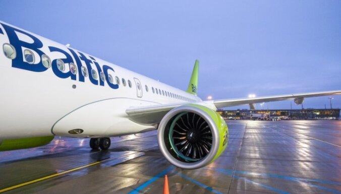 Покажите распечатки! airBaltic не пустила в самолет пассажиров с электронными визами в телефоне