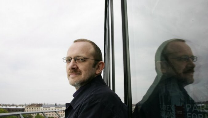 Kinokritiķa Normunda Naumaņa pelni izkaisīti Venēcijas Lielajā kanālā