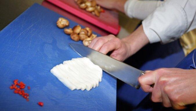 Pirmo diplomu par neformāli iegūtu izglītību saņem pavārs Daugavpilī