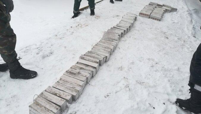 ФОТО. В вагонах с углем нашли тайники с сигаретами