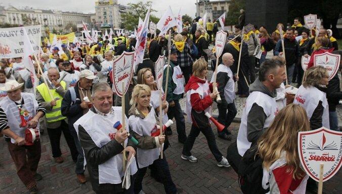 Польские профсоюзы вывели на марш 100 000 человек