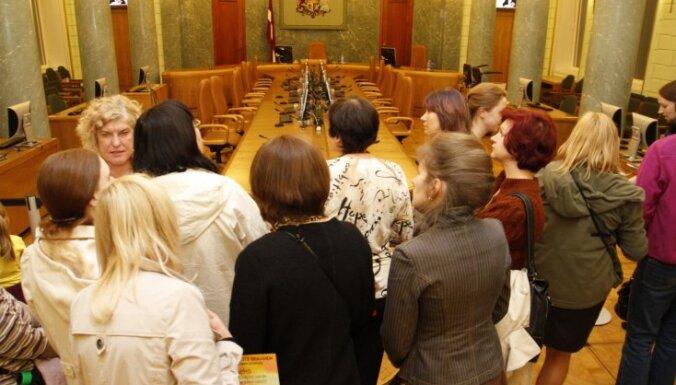 """Портал: """"Единство"""" лоббирует повышение зарплат министров"""
