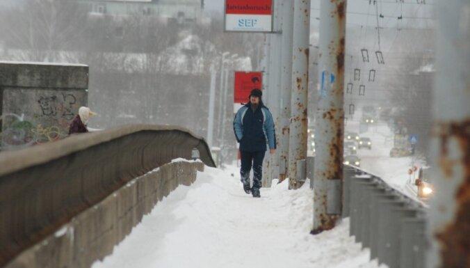 Janvārī Rīgā fiksēti 646 pārkāpumi par sniega netīrīšanu