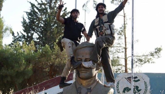 Sīrijas nemiernieki sagrābuši lielu armijas bāzi valsts dienvidos
