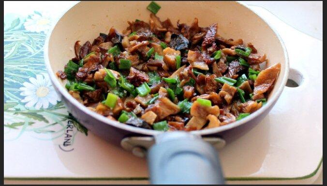 Оладьи с грибами и зеленым луком