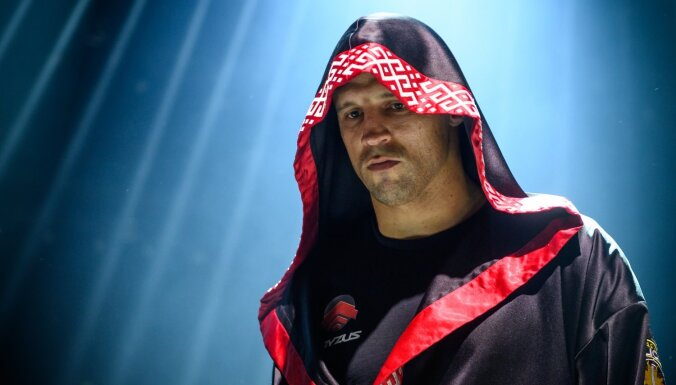 ВИДЕО: Боксер Майрис Бриедис готовится менять профессию?
