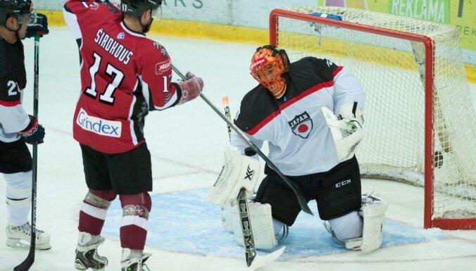 Хоккеисты Латвии переиграли в первом матче Euro Ice Hockey Challenge Японию (ФОТО)