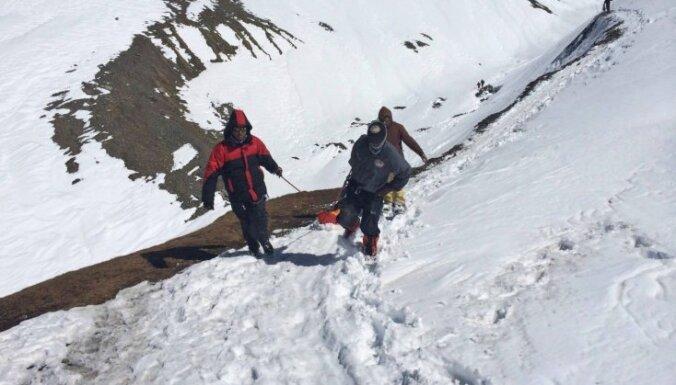 Семеро туристов погибли при сходе лавины в горах Алтая