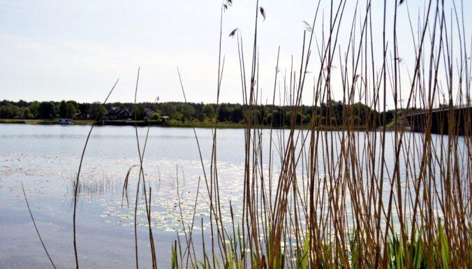 Vidzemes piekrastē ūdens atdzisis līdz +4 grādiem; upēs vietām +20 grādu