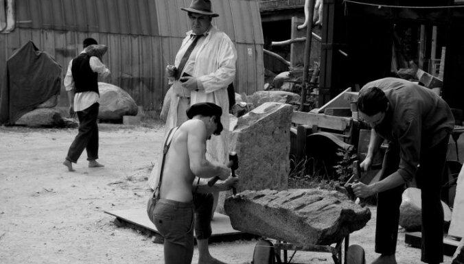 Piemineklis Kārlim Zālem. Ilonas Brūveres filmas 'Ievainotais jātnieks' recenzija