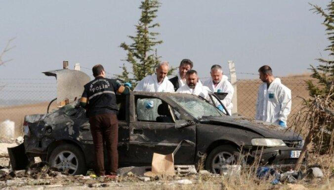 Turcijā policijas operācijas laikā uzspridzinās divi pašnāvnieki