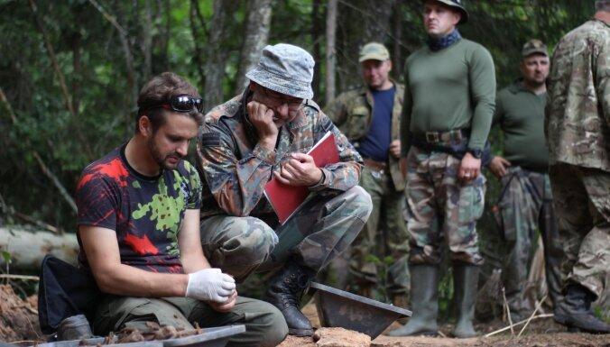 В лесу под Ауце нашли останки 66 советских солдат: считалось, что они похоронены на кладбище