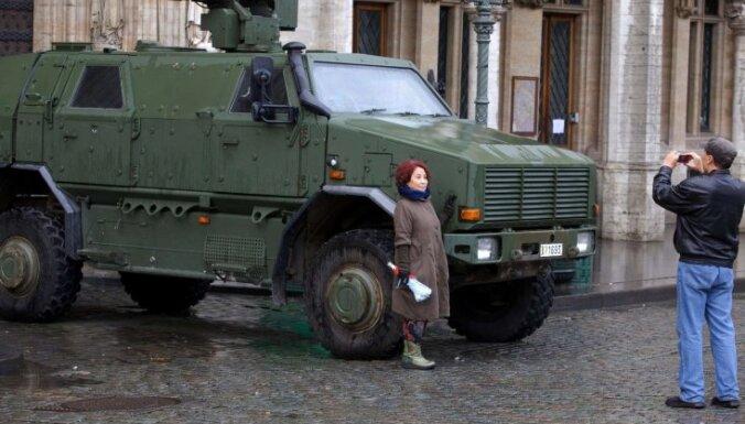 Foto: Briselē turpinās teroristu medības