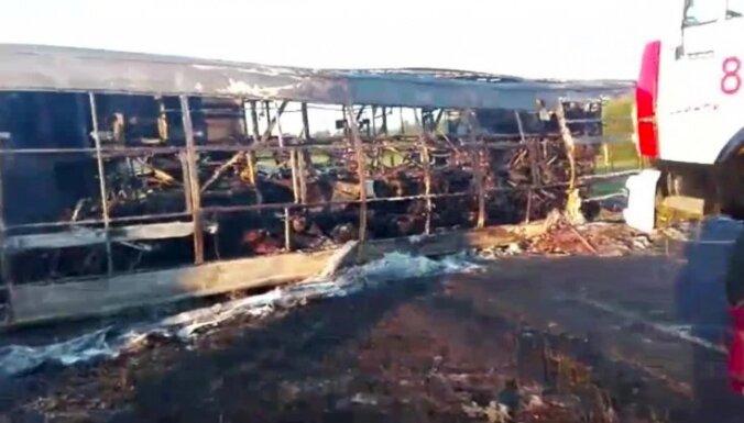 В Татарстане автобус врезался в фуру и сгорел: 14 погибших, водитель выжил