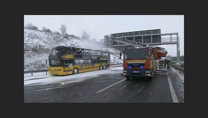В Германии на автобане сгорел автобус Ecolines: пассажиры успели спастись (обновлено)