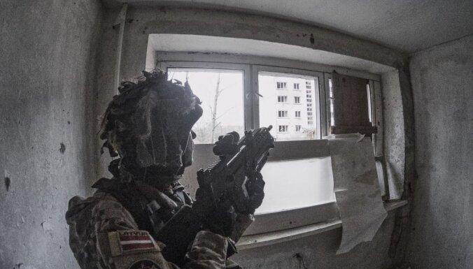 Video: Kā Rīgas zemessargi ieņēma ēkas spokainajā Skrundas pilsētiņā