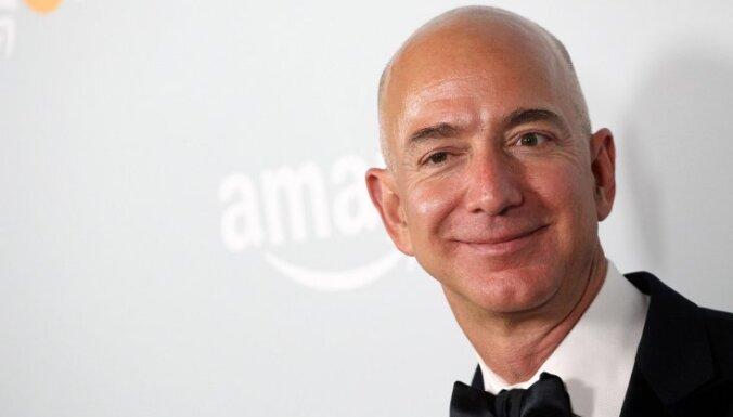 Pēc 'Melnās piektdienas' iepirkšanās 'Amazon' dibinātāja Bezosa bagātība pārsniegusi 100 miljardus dolāru