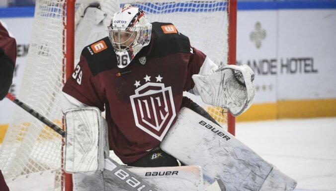 Rīgas 'Dinamo' vārtsargu nedienas turpinās – Voris nespēlēs vairākas nedēļas