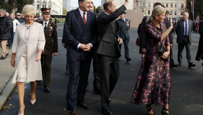Foto: Latviju apmeklē Veseksas grāfs un grāfiene