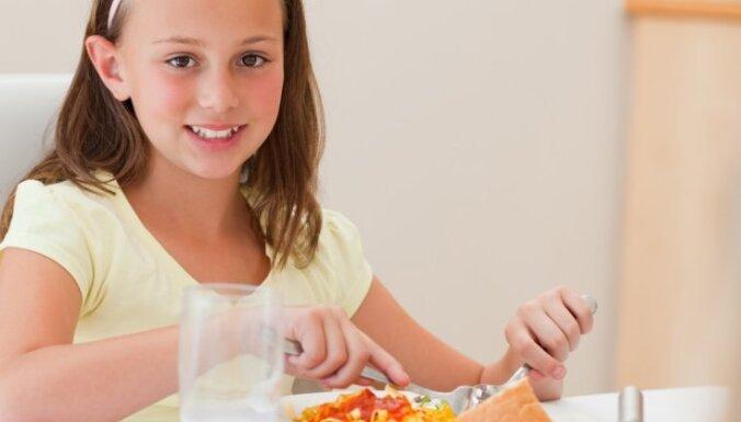В новом учебном году бесплатные обеды будут получать и четвероклассники