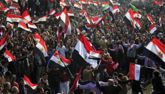 Revolūcijas gadadienā Ēģiptē izskan aicinājums doties uz slimnīcu sodīt Mubaraku