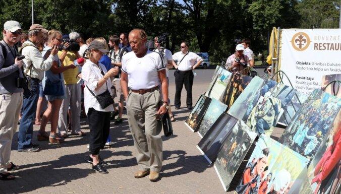 ФОТО: в Риге протестовали против АТО на Украине; Ринкевич назвал акцию маргинальной