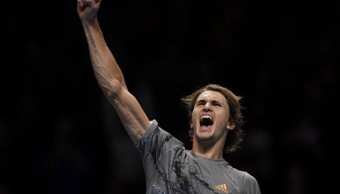 Zverevs uzvar un aizšķērso Nadalam ceļu uz ATP finālturnīra pusfinālu