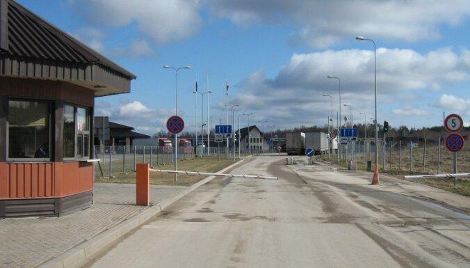 Darbu VID atstājuši 13 no 29 par korupciju Latgalē aizturētajiem muitniekiem, ziņo raidījums