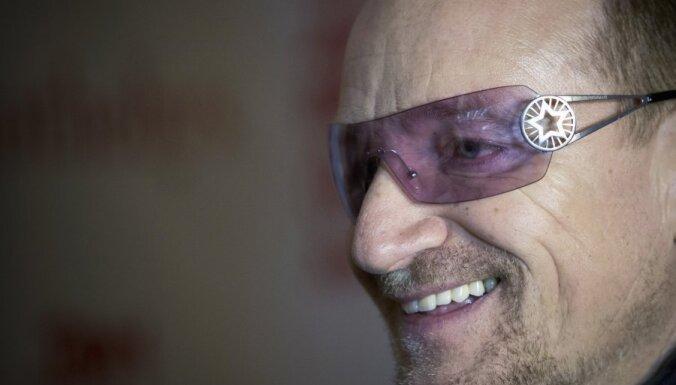 ВИДЕО: Боно спел на улице Дублина ради бездомных