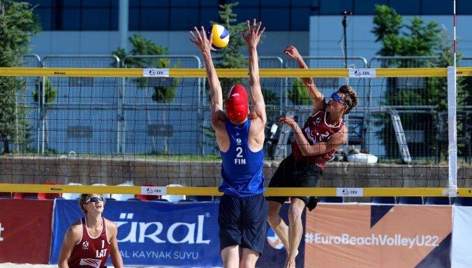 Pludmales volejbolisti Šmits/Samoilovs un Stankēvičs/Rinkēvičs sasniedz Eiropas U-22 čempionāta 'play-off'