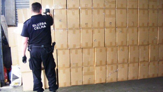 Польша: таможенники нашли в латвийской фуре более 8 миллионов сигарет