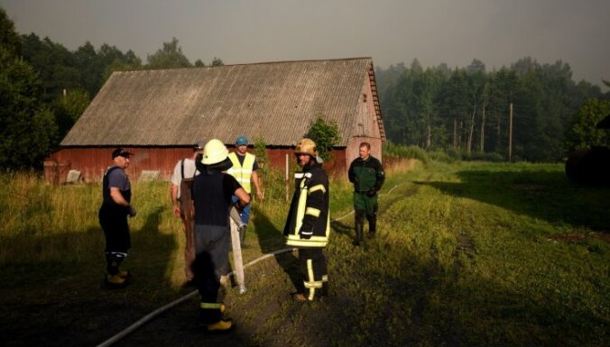 Evakuētie Stiklu ciema iedzīvotāji līdz nedēļas beigām mājās, visticamāk, atgriezties nevarēs