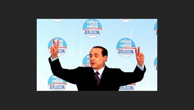 Berluskoni: atriebjot par itāļu dalību NATO operācijās, Kadafi licis mani nogalināt